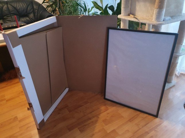 Posters with frames packaging